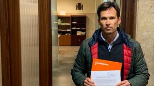 Toni Cruz, líder de Ciutadans a Torredembarra, ha presentat la denúncia a la Fiscalia contra Rovira i Batet per un delicte contra el patrimoni.