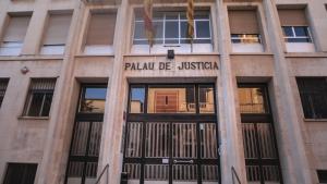 Un home de 32 anys s'enfronta a nou anys de presó per apallissar brutalment la seva mare als Pallaresos.