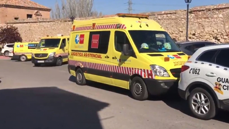 Ambulancias del SUMMA 112 y coches de la Guardia Civil en el lugar de los hechos