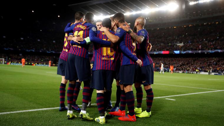 Els jugadors del Barça celebren un dels cinc gols contra el Lió.