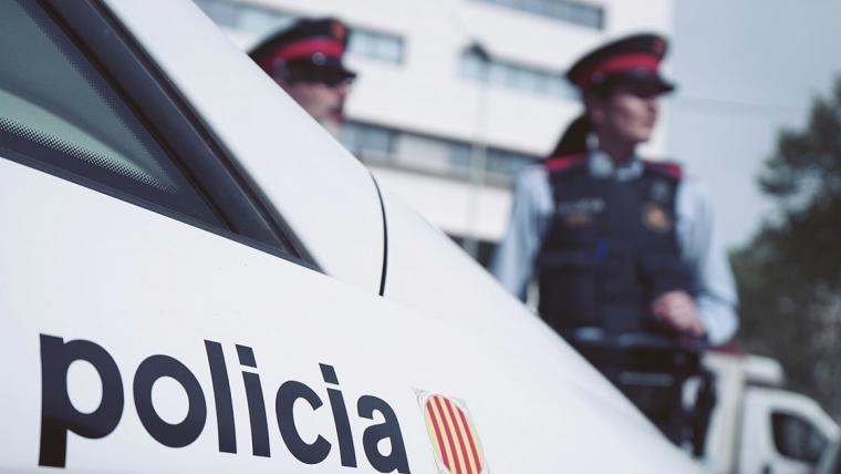 Un home armat hauria estat vist al costat del Col·legi Sagrada Família de Cornellà de Llobregat