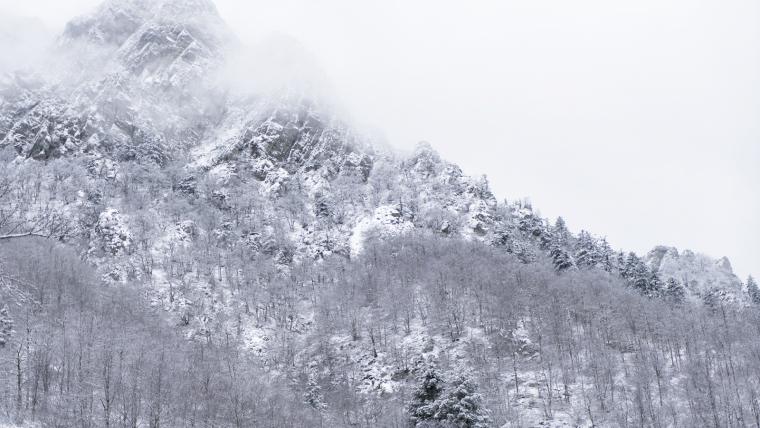La neu pot tornar als cims del Pirineu i del Montseny