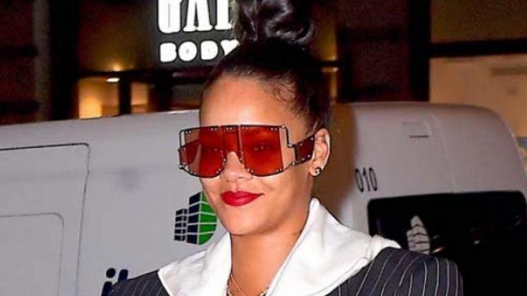 Rihanna és una aficionada de les ulleres de sol maxi