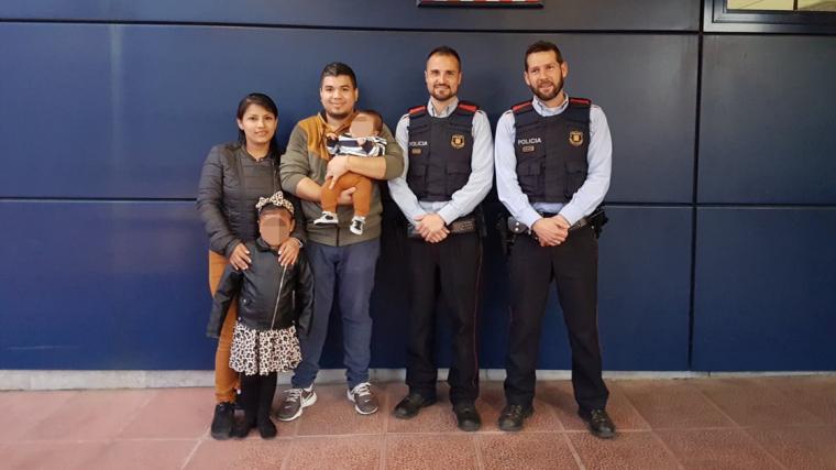 Sergi i Manu, els mossos que van salvar un nadó d'ennuegar-se a l'Hospitalet de Llobregat