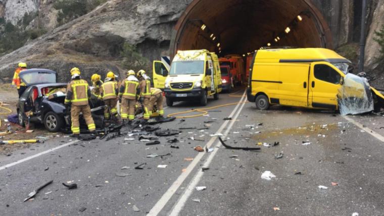 Un dels conductors ha resultat ferit crític a causa de l'accident