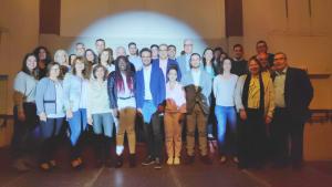 A primera fila, i al centre de la imatge, amb americana blava i camisa blanca, l'alcaldable del PDeCAT per Vila-seca, Pere Segura, amb els seus companys de llista.