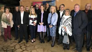 Anna Magrinyà amb la consellera Chacón i la resta de la seva llista electoral per a les eleccions municipals.