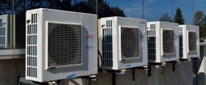 Aparells d'aire condicionat a l'exterior d'un edifici