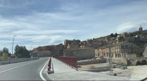 Aquesta és una zona de Montblanc on el trànsit de vehicles és considerable