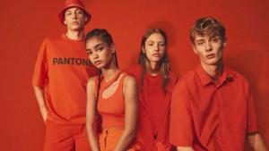 Bershka lanza una edición limitada en colaboración con Pantone