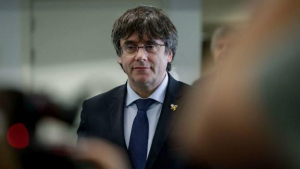 Carles Puigdemont, l'ex excelentíssim president de la República, ha denunciat els fet a les xarxes