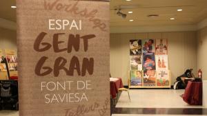 Cartell de l'exposició de Mémora «Gent Gran. Font de Saviesa» al Centre de Lectura