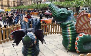 Des de primera hora del matí els dracs estan exposats a la plaça del Pati