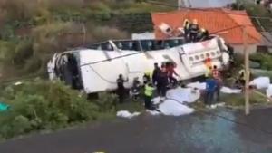 El accidente de un autobús turístico ha causado 28 muertos