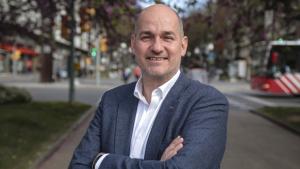 El cap de llista del PP per Tarragona, Jordi Roca, a la plaça Imperial Tàrraco.