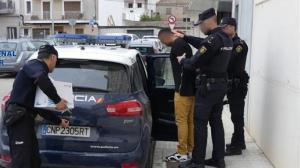El detenido se presentó en casa de la víctima horas después de mantener una discusión