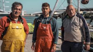 El Josep, el Sergi i el Pepitu Sans són una de les darreres famílies de pescadors del Serrallo