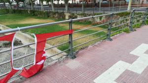 El PSC ha denunciat la trencadissa de cartells i pancartes en diversos municipis de les comarques tarragonines.