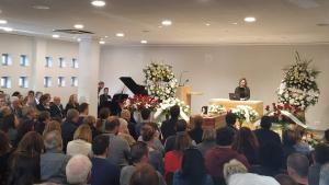 El tanatori de Tarragona s'ha quedat petit per dir l'últim adéu a la regidora socialista Ana Santos.