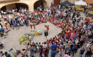 Els actes continuaran el dimarts 23 d'abril, el dia de la festivitat de Sant Jordi. La plaça Nova sera el punt central.