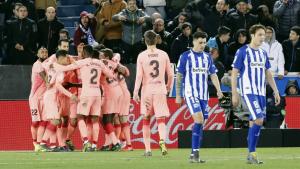 Els jugadors del Barça celebren un dels gols a Mendizorrotza.