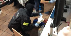 Els Mossos d'Esquadra escorcollant els domicilis que havien ocupat els detinguts