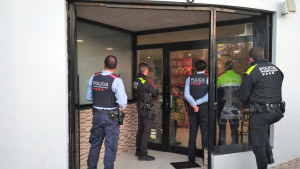 Els Mossos i la Policia Local van fer una batuda per drogues en un bar del municipi