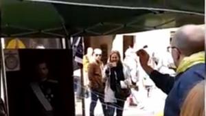 Els participants havien de llençar dards contra el retrat del Rei Felip VI