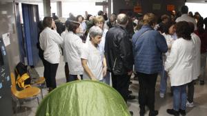 Els treballadors de l'Hospital de Móra d'Ebre han fet una tancada a la recepció.