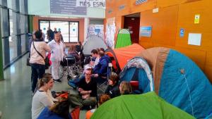 Els treballadors de l'Hospital del Vendrell han fet una acampada.