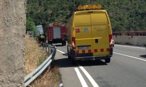 Els vehicles d'emergències, treballant al lloc dels fets.