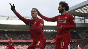 Firmino i Salah celebren un gol del Liverpool.