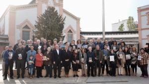 Foto de grup dels escriptors i escriptores de Reus amb els seus darrers llibres