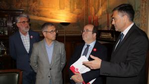 Hugo Morán, amb Miquel Iceta, i el president de la Cambra de Comerç de Tortosa, José María Chavarría