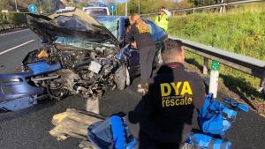 Imagen de uno de los vehículos implicados en el accidente en la A-8 en Cantabria