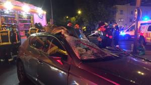 Imagen del accidente de una mujer en Madrid, tras chocar contra un camión