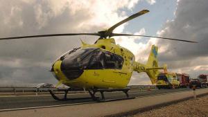Imagen del helicóptero medicalizado asturiano que ha trasladado al herido a un centro médico de León