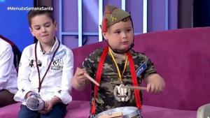 Imagen del niño en Canal Sur vestido de legionario