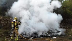 Imatge de la carvana incendiada a la Terra Alta