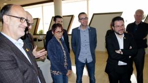 Imatge de la filla de Neus Català, Margarita, amb el vicepresident del Govern, Pere Aragonès, familiars i càrrecs territorials d'ERC