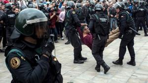 Imatge de la Guàrdia Civil durant la jornada de l'1-O a Catalunya