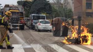 Imatge de l'incendi, al carrer de Tramuntana de Calafell