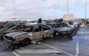 Imatge dels cotxes incendiats