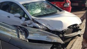Imatge dels vehicles destrossats, a Sant Pere i Sant Pau