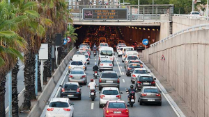 Importants retencions a les Rondes de Barcelona per una marxa lenta