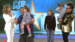 Kike y Sara acudieron al programa junto a sus hijas