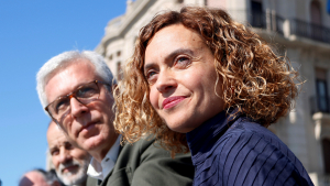 La candidata del PSC al 28-A, Meritxell Batet, amb l'alcalde Ballesteros, des del balcó de Mediterrani