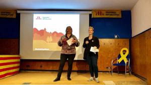 La candidata d'ERC a l'alcaldia de Roda de Berà, Eva Maria Giménez, amb la diputada al Parlament de Catalunya, Raquel Sans.