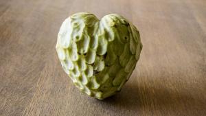 La chirimoya es una fruta tropical con múltiples propiedades y beneficios.