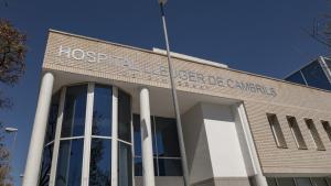 La façana de l'Hospital Lleuger de Cambrils destaca per un disseny modern i amb molta llum